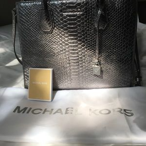 🎉 CLEAR OUT SALE 🎉 🦋 Michael Kors Mercer Tote